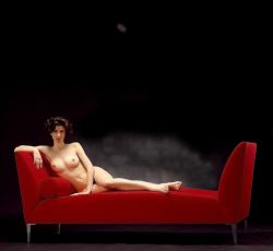 NUDE ON RED SOFA2